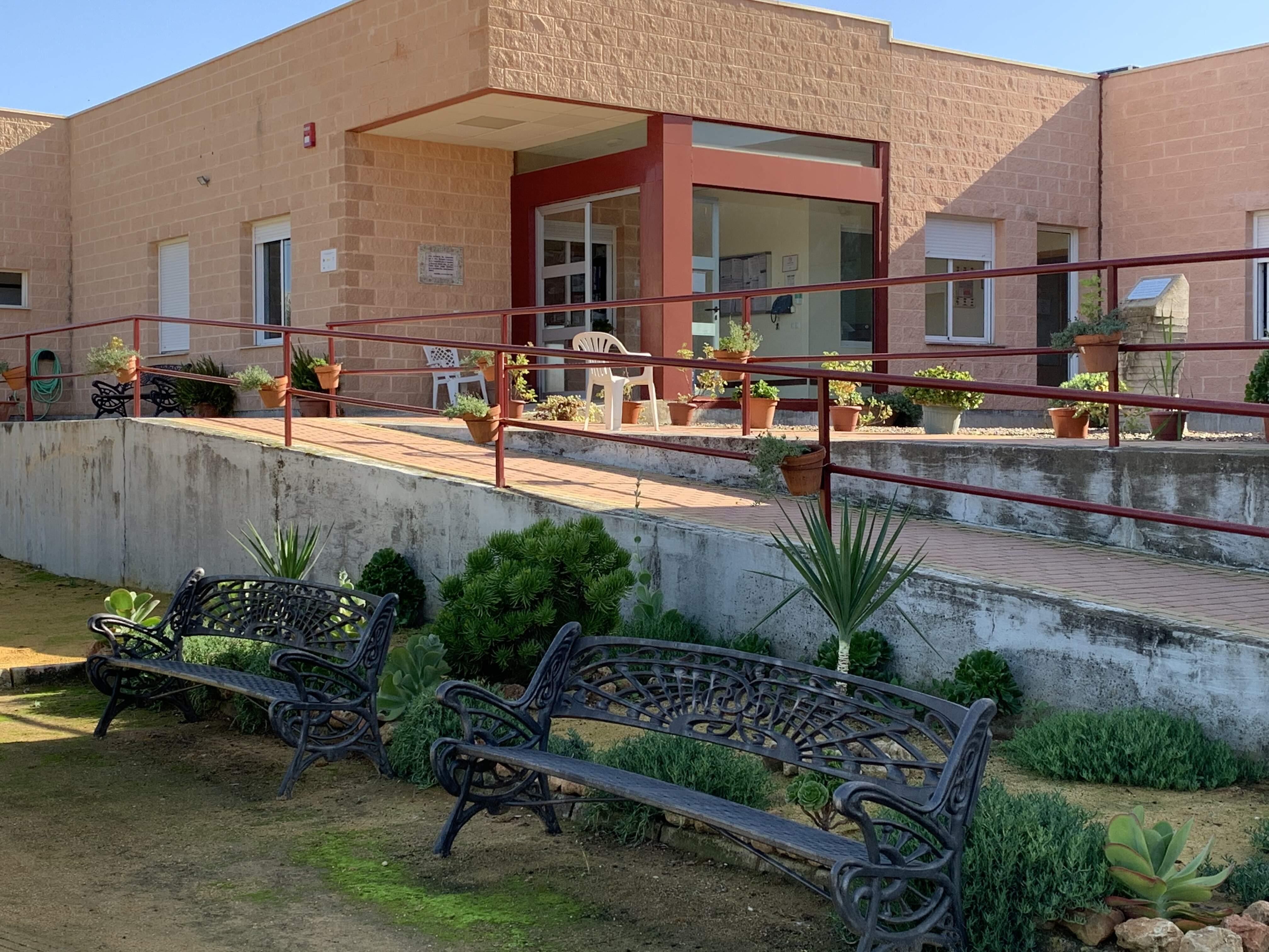 Centro_Residencial_de_Mayores_Cruz_Blanca_-_fachada