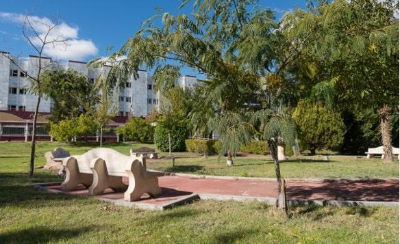Residencia_Casablanca_Valdesur_Jardín_ZItNMiD