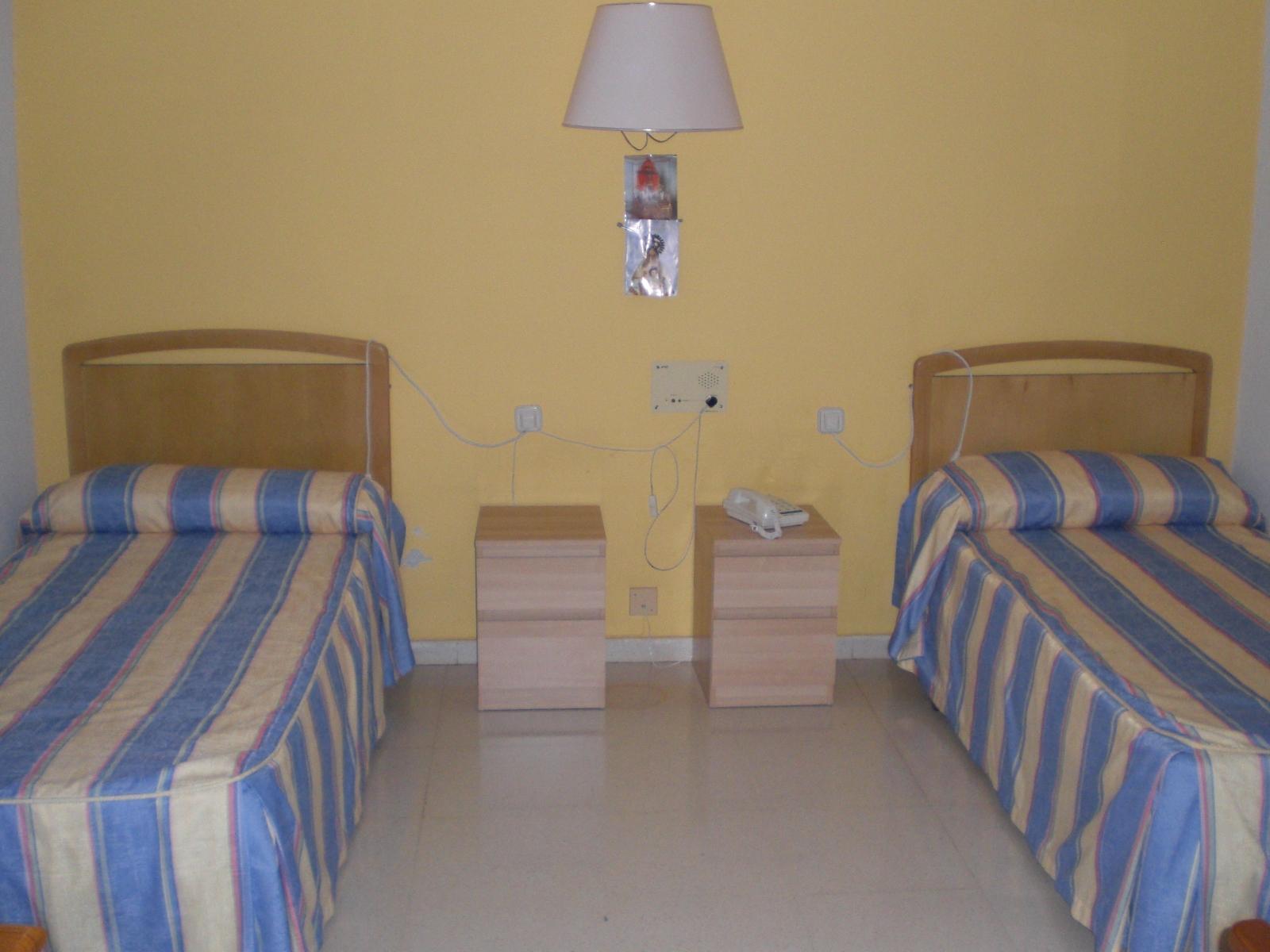 Residencia_El_Llano_Chinchón_Habitación_1_g79E5y3