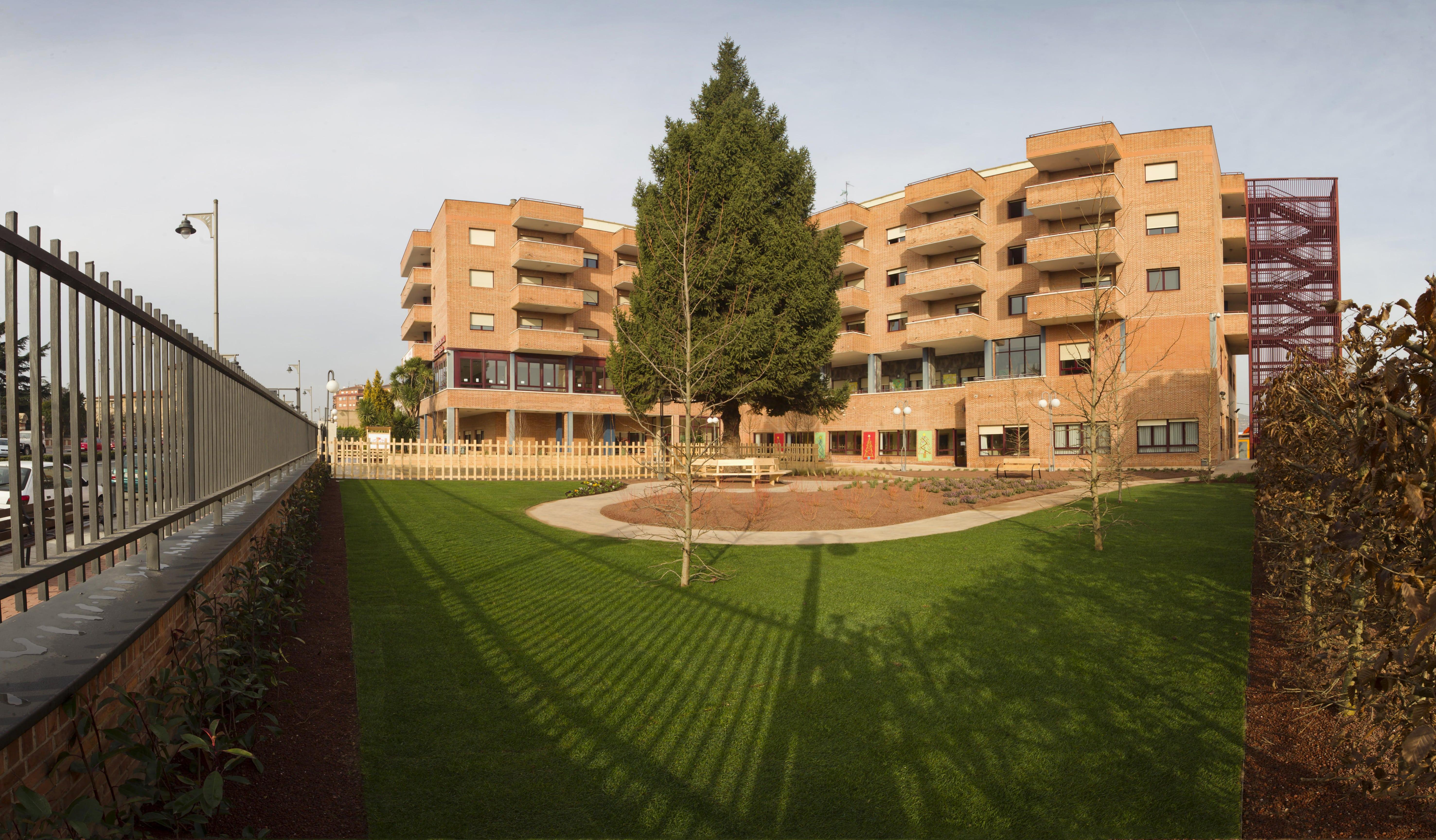 Residencia_Santa_Justa_Logrono_-_edificio